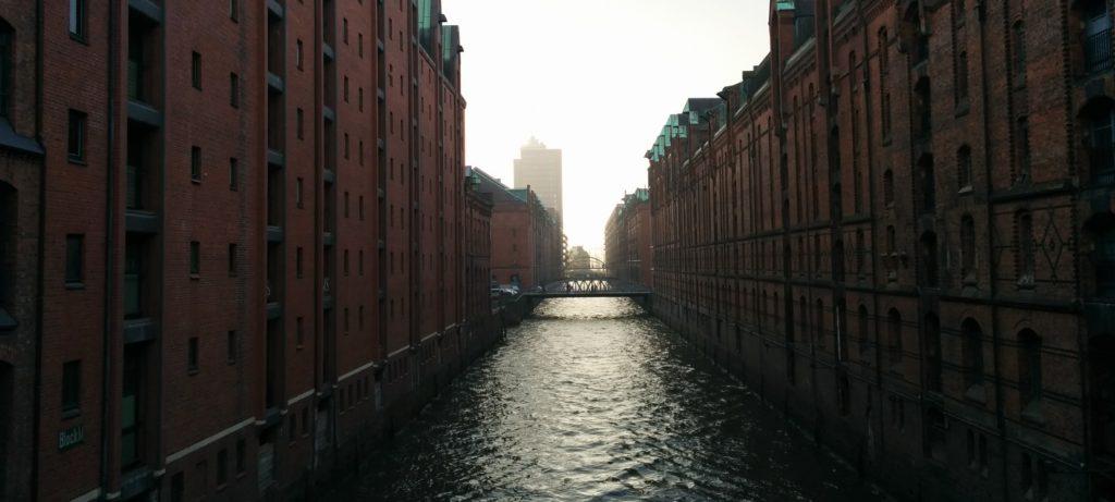 Michael aus Hamburg erzählt uns von seinen Lieblingsorten und was Hamburg zu seiner Lieblingsstadt macht. Das Interview bei Ausgang Podcast.
