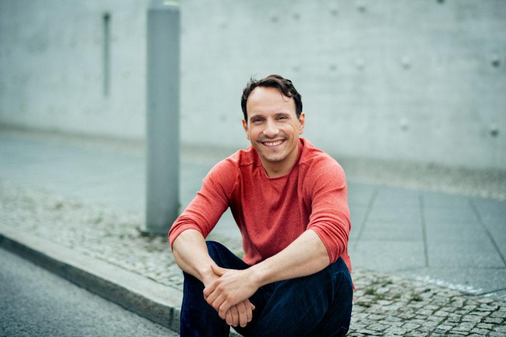 Schauspieler Stefko Hanushevsky im Interview bei Ausgang Podcast