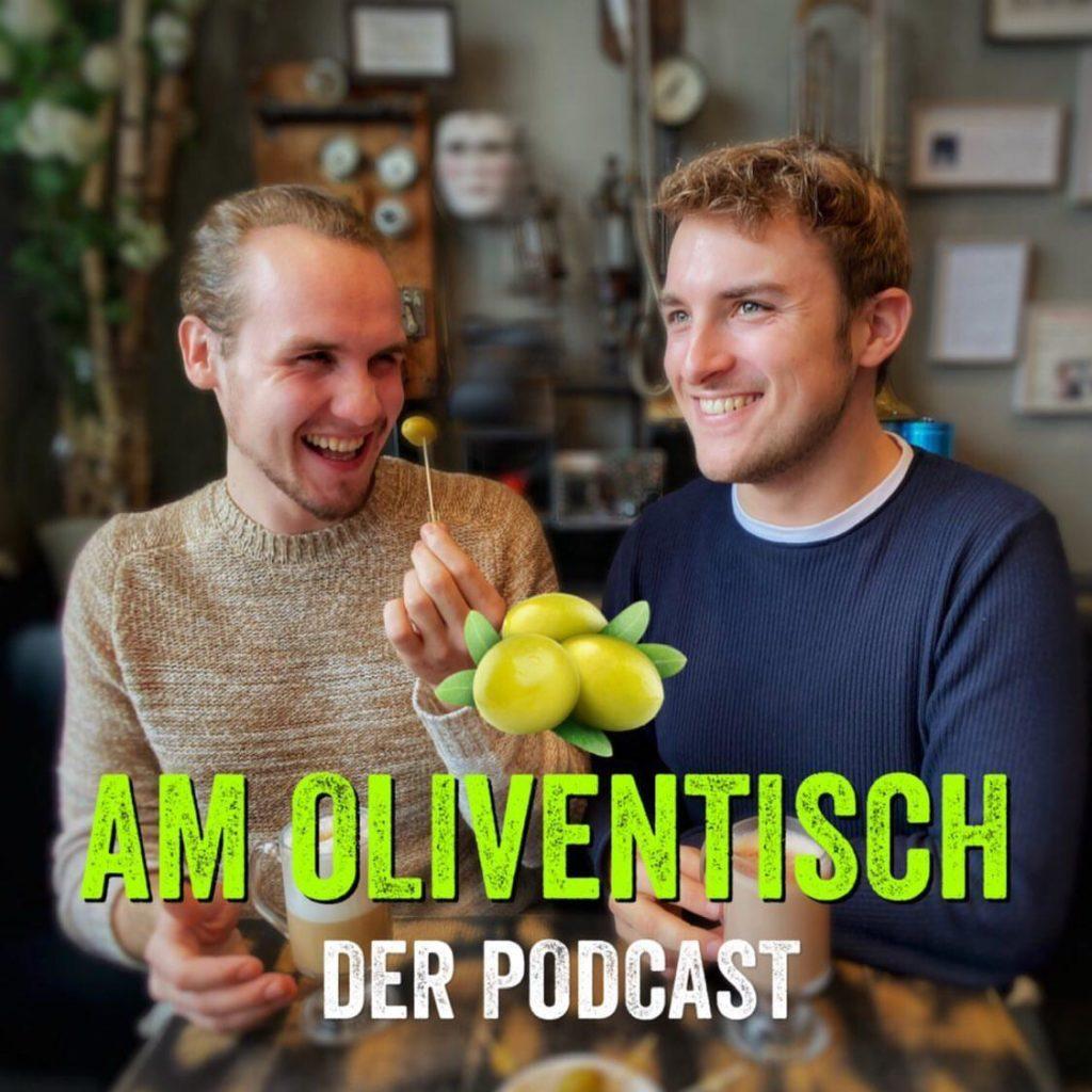 Chris und Toni im Interview bei Ausgang Podcast Die Bunte Stunde über ihren Podcast Am Oliventisch