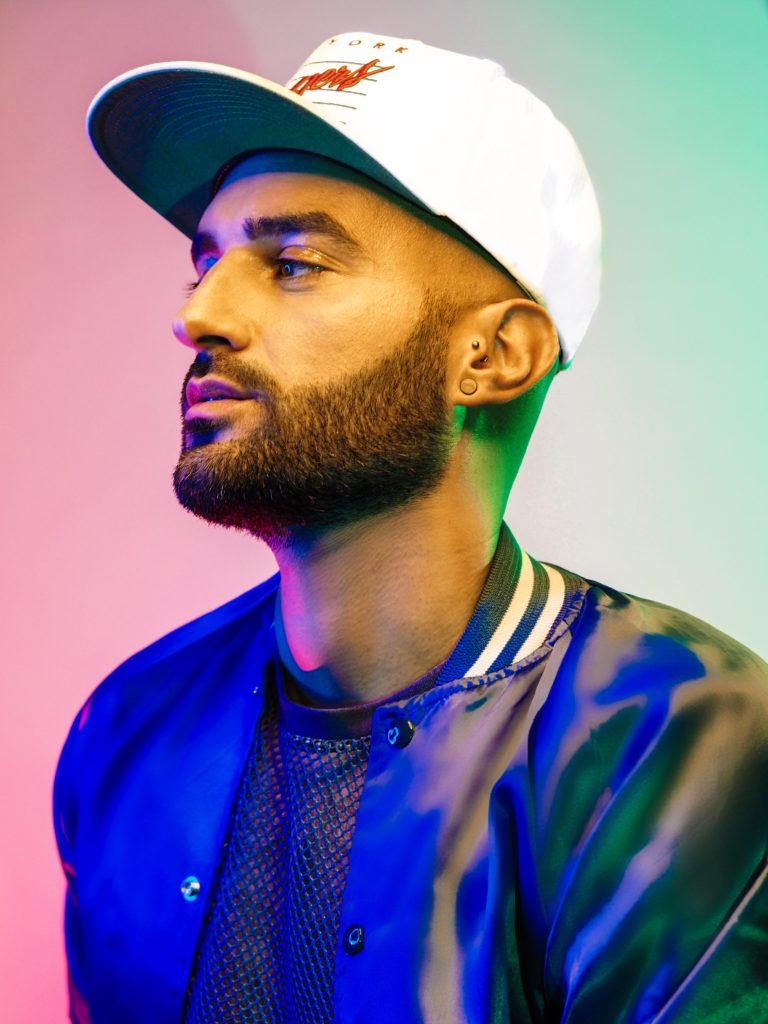 Hollywood Tramp im Interview bei Ausgang Podcast Berry ist LGBTIQ-Blogger DJ und Podcaster